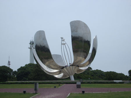 Metal Flower sculpture in Buenos Aires - Flor de Metal